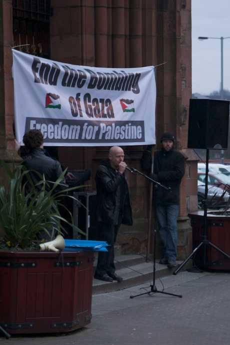 Eamonn McCann making the closing remarks at the rally in Derry (3 Jan 09) against Israel's attacks on Gaza.  He highlighted the role of the Bush regime and of the Raytheon weapons manufacturer who have a plant in Derry.  He called upon Derry City council