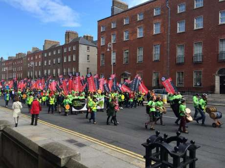 dunnes_workers_march_pic1_june06_2015.jpg