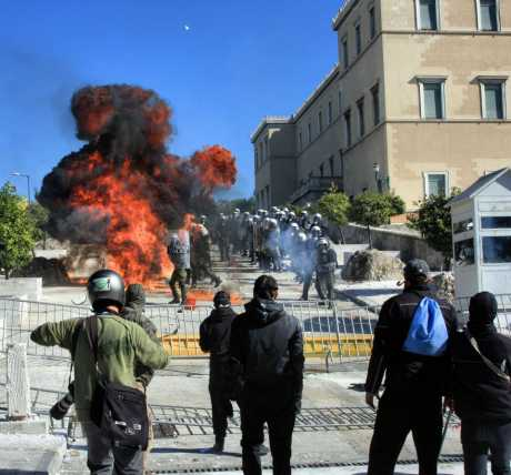 Greetk protesters reach parliament steps and set fire to a sentry box