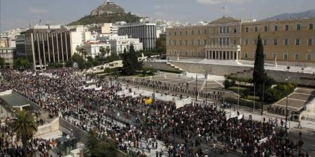 Syntagma square emptied by police brutality, even reporters beaten